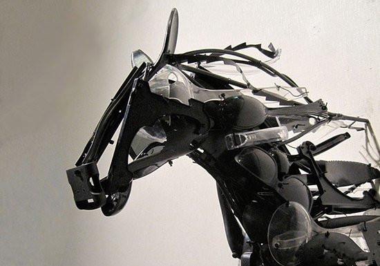 太有才!这些艺术品竟都是用回收塑料做的